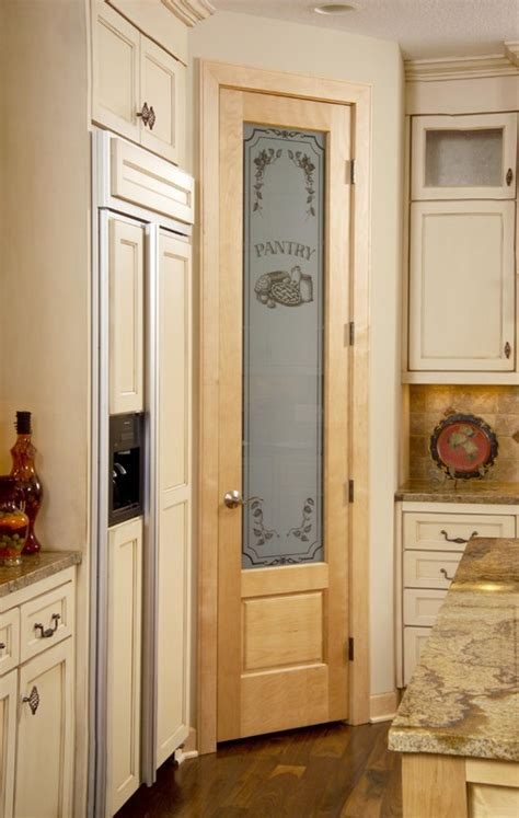 corner walk in pantry no corner cabinet just needs a