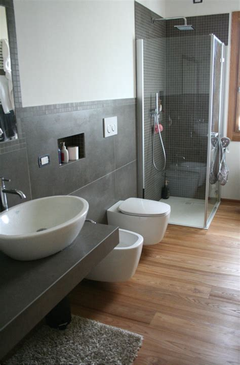 pavimento legno bagno bagno con pavimento in legno prefinito olmo spazzolato
