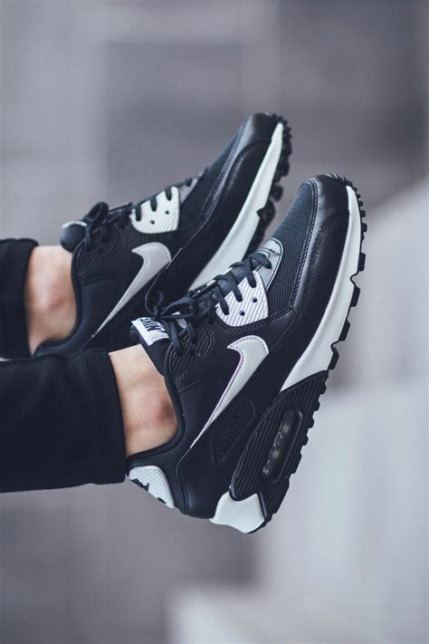 Nike W Air Max 90 Essential B W Soletopia