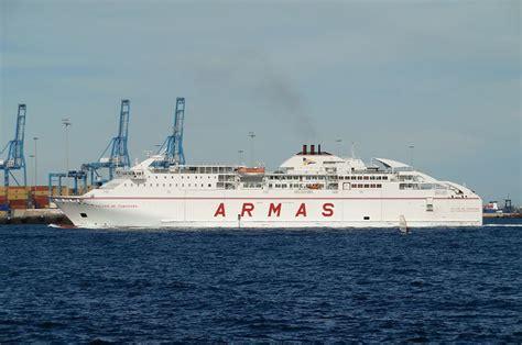 un barco zarpa a las 10am barco islas canarias