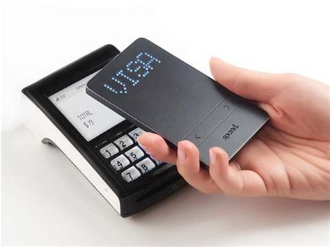 Speedwallet Smart Wallet Holds 20 Cards and Lets You Pay