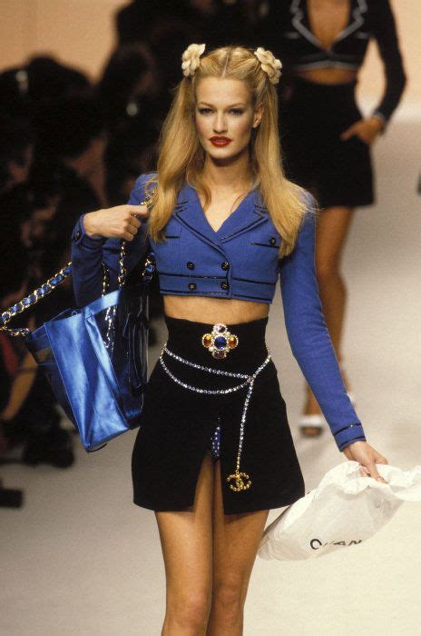 Catwalk To Sidewalk Kate Moss In Chanel by Pin By Miss On 90 S Supermodels 90s
