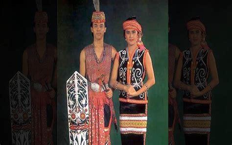 Baju Perang Dayak inilah pakaian adat dari kalimantan barat pria dan wanita kamera budaya