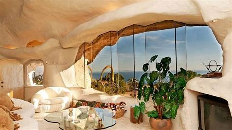 Dick Clark Flintstone House Photos | why dick clark built a spot on flintstones house in malibu