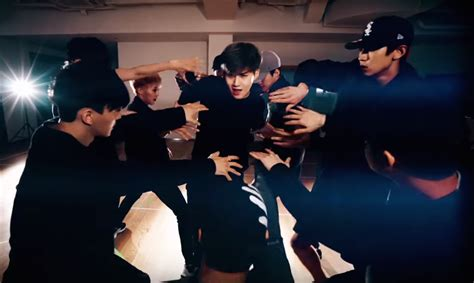 tutorial dance exo monster exo creeps into your heart with new quot monster quot dance