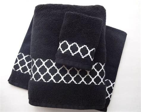 Black Bathroom Towels by Best 25 Black Towels Ideas On Grey Modern