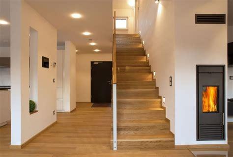 ist flur wohnfläche die besten 25 treppenhaus beleuchtung ideen auf