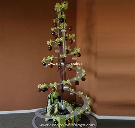 how to makeacheistmas tree stau up upcycled tree recycled things