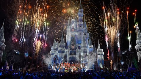 five magical ways to celebrate the holidays at disneyland resort simple sojourns