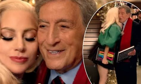 lady gaga biography barnes and noble lady gaga bumps into tony bennett at barnes and noble in