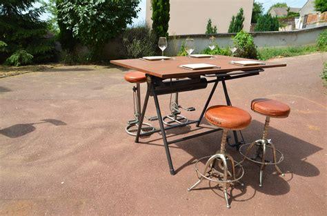 table a dessin industriel table a dessin pliante industrielle de marque heliolithe meubles et rangements par lucky