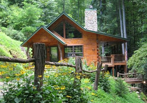 Cabins Smoky Mountains Tennessee by Best 25 Mountain Cabins Ideas On Small Cabins Log Cabin Homes And Wood Cabins