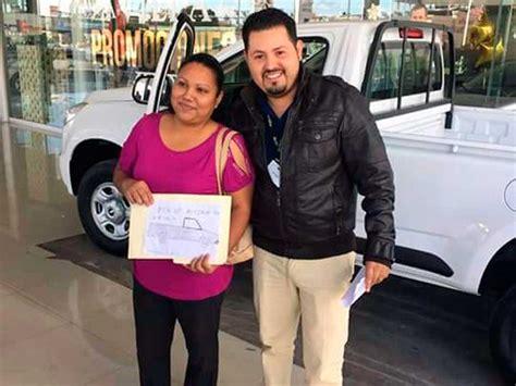 imagenes de pick up robada entregan camioneta nueva a mujer que dibujo pick up robada