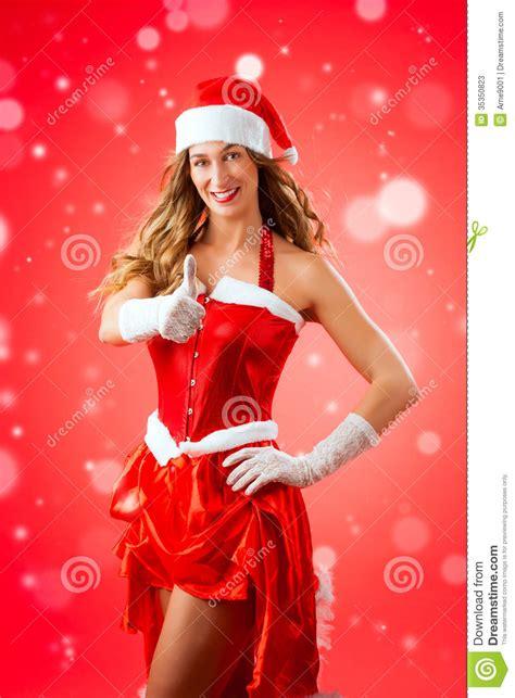 imagenes de santa claus para mujeres mujer joven atractiva en el traje de santa claus con los
