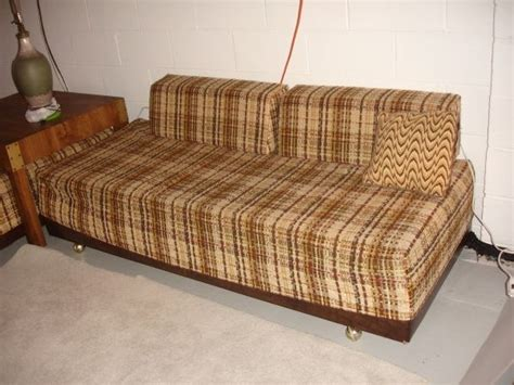 2 Vintage Twin Beds Sofa Calling The Brady Bunch Corner Beds With Table