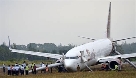 batik air yogyakarta kecelakaan cuaca buruk bandara adisutjipto yogyakarta buka tutup