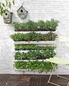 Diy Vertical Garden Wall How To Build A Pallet Vertical Garden And A Diy Plastic