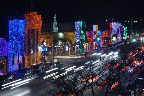 Big Bright Light Show In Rochester Michigan Christmas Rochester Lights