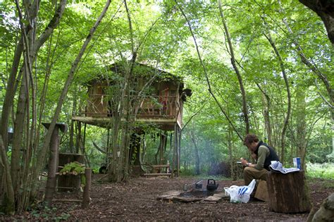 treehouse living living in a treehouse alastair humphreys