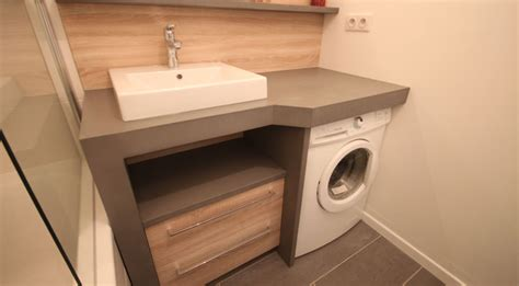 Un lave linge dans une petite salle de bain   Atlantic Bain