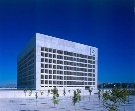 caja granada oficinas alberto co baeza obras imprescindibles arquitecto