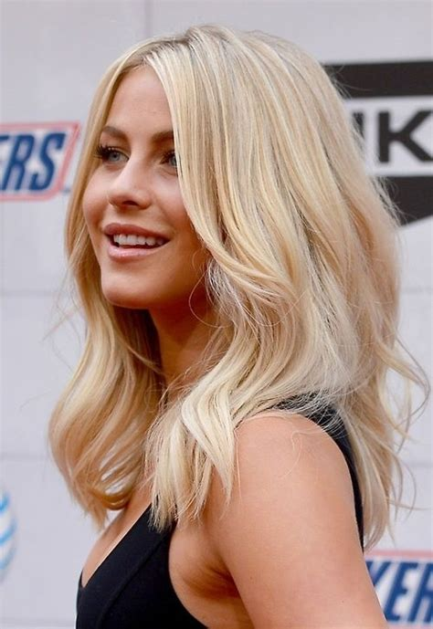 mid length blonde hairstyles 1000 ideas about shoulder length blonde on pinterest