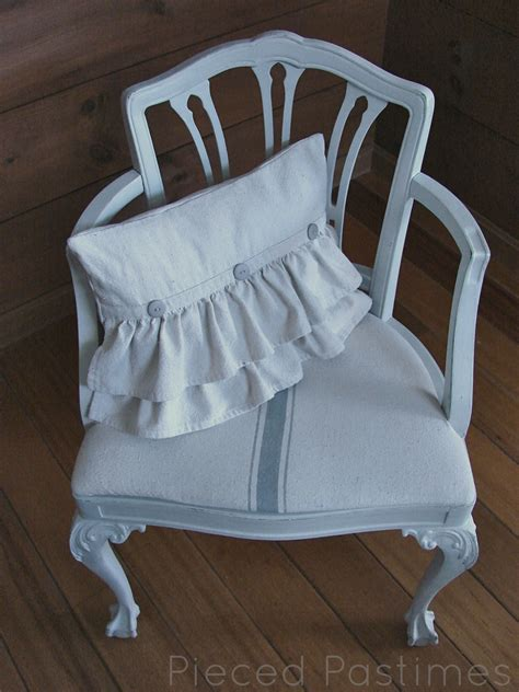 Ruffle Pillow Tutorial by Pieced Pastimes Ruffled Pillow Tutorial