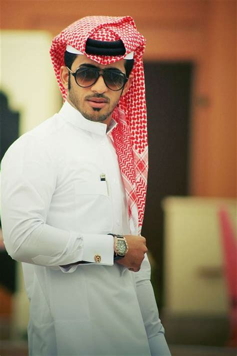 the thobe the traditional clothing worn by gulf arabic