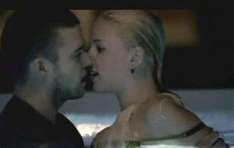 Johansson In Justin Timberlakes What Goes Around Comes Around by Justin Timberlake Goes To Johansson S Apartment