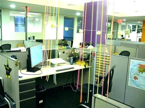 ideas on how to decorate your office at work for
