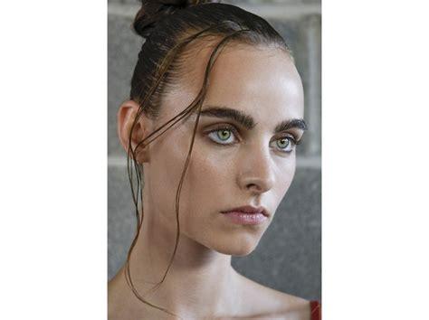 capelli effetto bagnato capelli sleek effetto bagnato primavera estate 2017