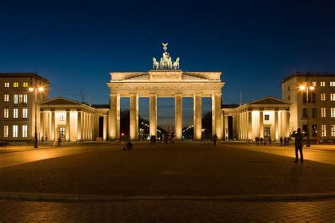 la porta di brandeburgo le 5 cose da vedere assolutamente a berlino deabyday tv
