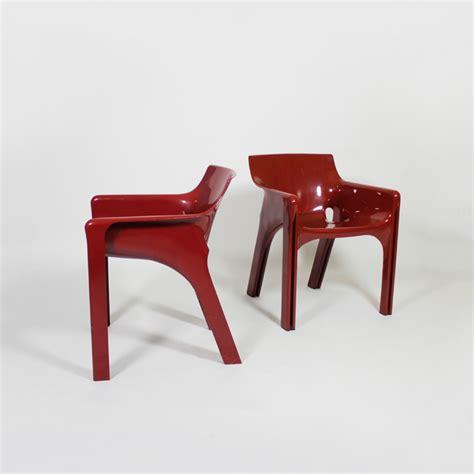 pareja de sillas modelo gaudi diseno de vivo magistretti