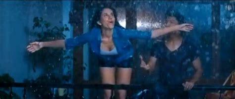 actress name of pyar ka punchnama choosing wallpaper bollywood movie pyaar ka punchnama