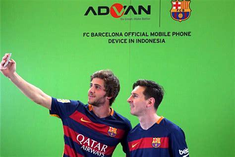 Advan Barcelona sejumlah pemain fc barcelona mencicipi produk baru dari advan i5a page 2 of 2 mantapps co id