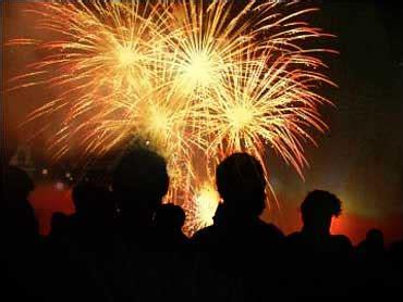 backyard fireworks backyard fireworks injuries on rise cbs news