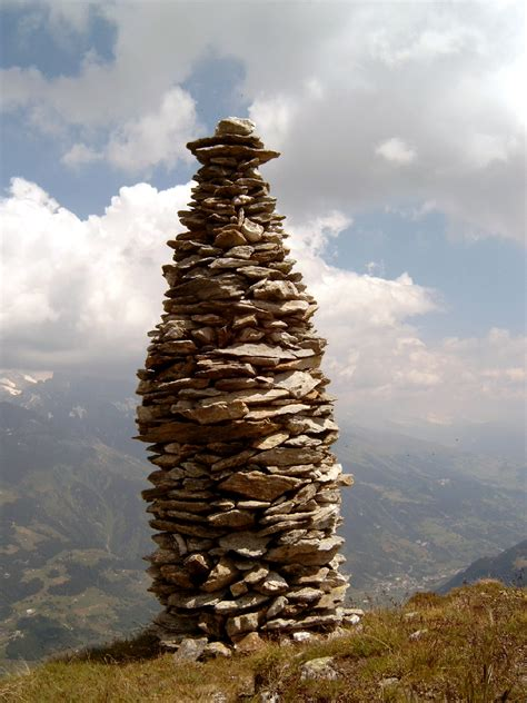 r5realty news and notes the rock sculpture ruminations of