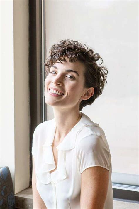 hot short haircuts for curly hair 3 sexy short wavy haircuts hairdos for ladies short