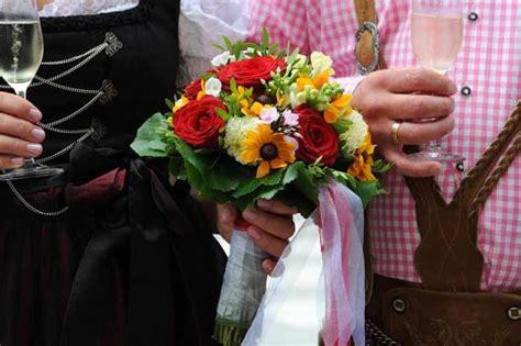 Brautfrisur Trachtenhochzeit by Brautstrau 223 Trachtenhochzeit Galerie Hochzeitsportal24