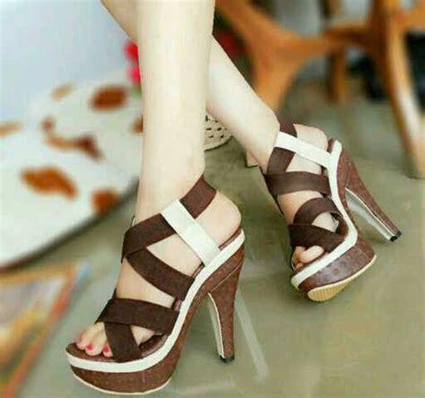 Sendal Wanita High Heel Pestakondangan Murah sepatu sandal high heels kayu model terbaru murah