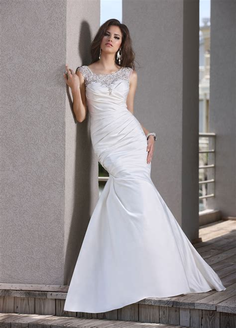 white tulle mermaid wedding dress with floor lengthCherry
