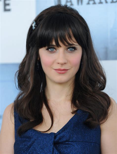 Zooey Deschanel Hairstyle by Zooey Deschanel Medium Curls With Bangs Zooey Deschanel