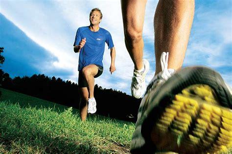 schmerzen im knie im liegen schmerzen im knie l 228 ufer leiden verletzt was fit