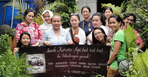 Kain Batik Liem Ping Wie Asli Pekalongan Motif Bunga Hitam Putih 3 rhien s travel writing quot blusukan quot ke pengrajin batik