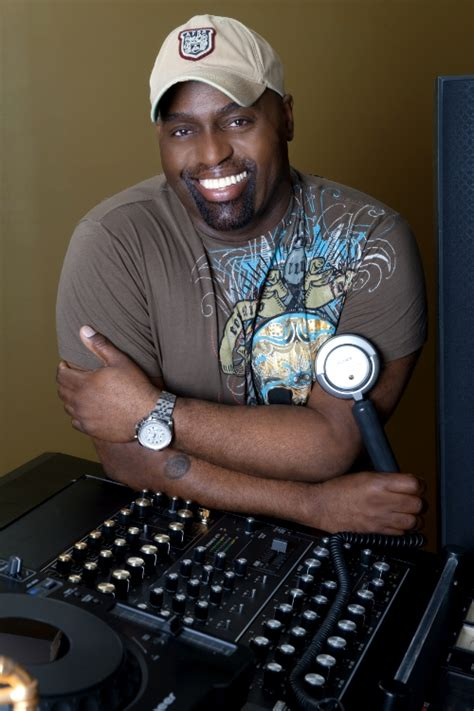 godfather of house music frankie knuckles dies unexpectedly at 59