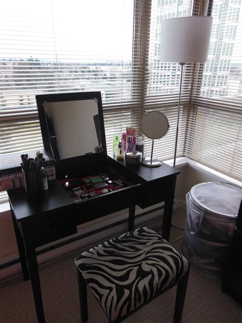 small black makeup vanity table storage set with lighting