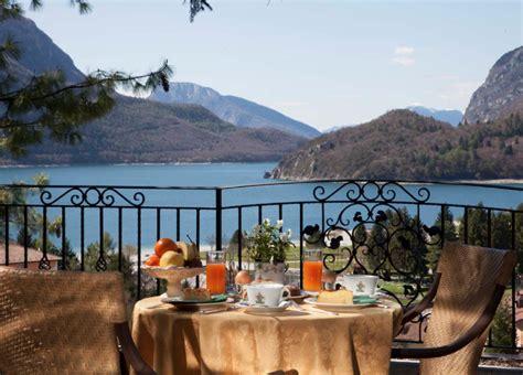 colazione in giardino b b molveno bed and breakfast lago di molveno trentino