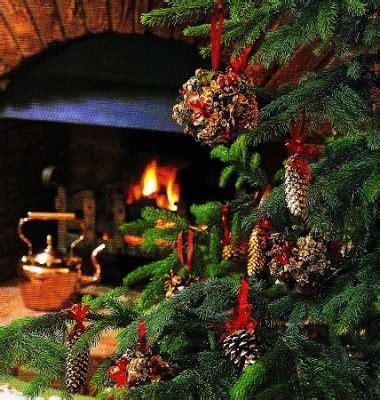 decorare pigne x natale decorazioni per l albero di natale pigne globi e