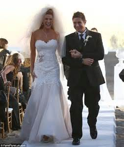 Angie Everhart weds Carl Ferro in sleeveless gown at beach ceremony   Daily Mail Online