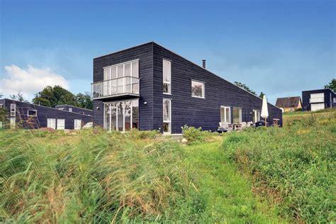 huis aan strand strandhuisjes in denemarken de mooiste vakantiehuizen aan zee